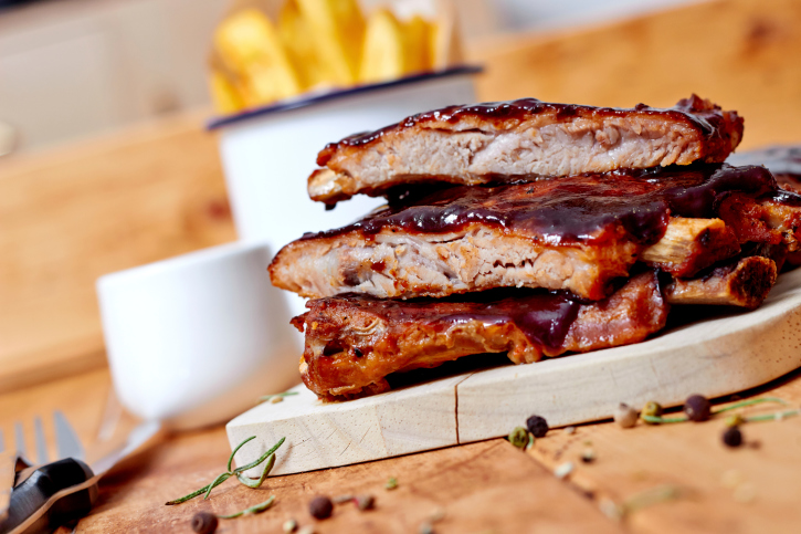 Barbecued Pork Ribs with Peach Sauce